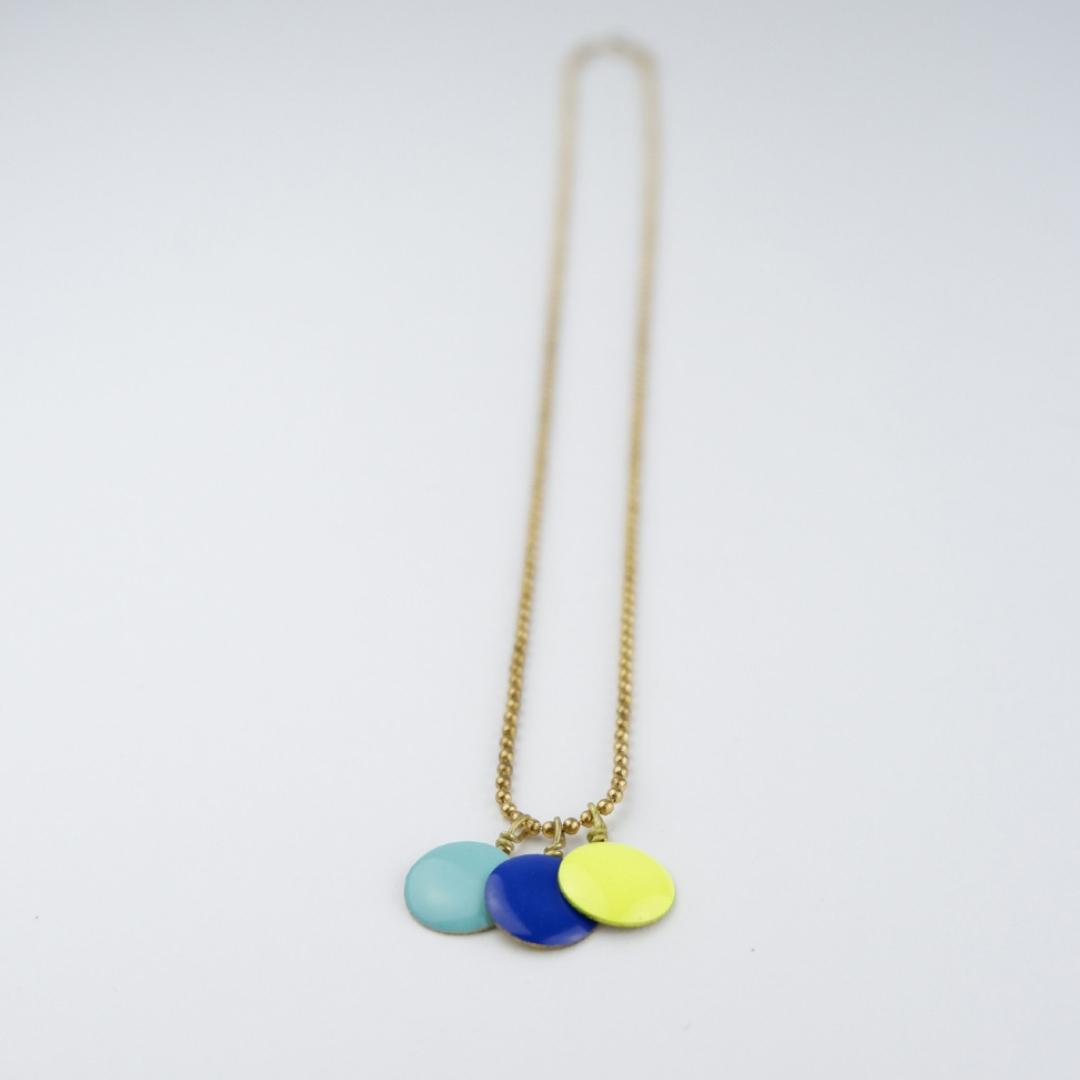Colgante 3 círculos esmalte azul claro, amarelo flúor azulón