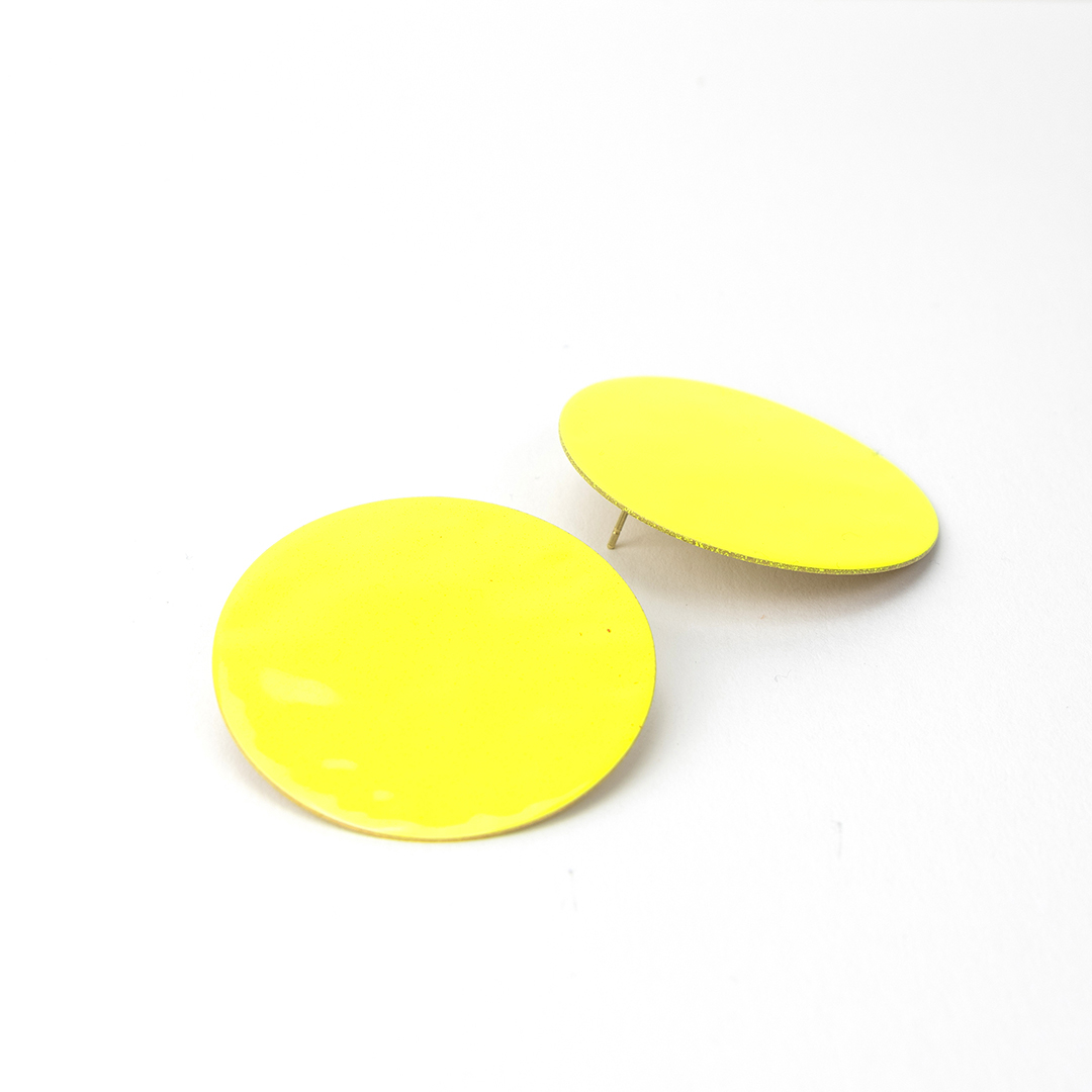 Pendentes círculo G esmalte amarelo