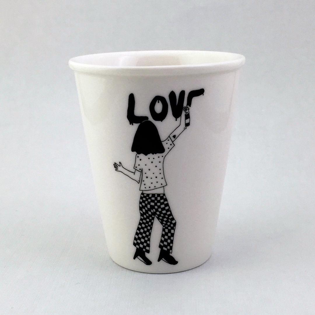Taza cerámica ilustrada graffiti LOVE