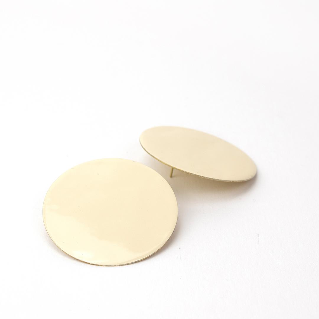 Pendentes círculo G esmalte beige