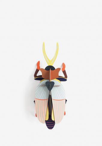 Escaravello rinoceronte cartón reciclado tintas vexetais.