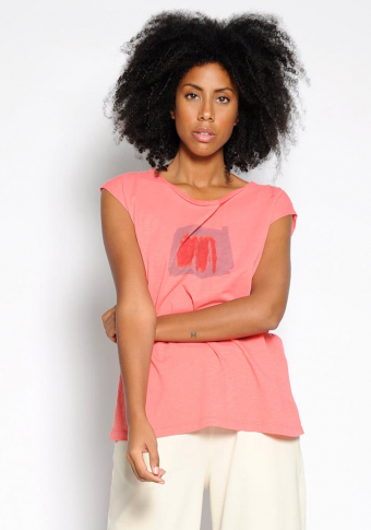 Camiseta coral manga hombro estampado algodón orgánico