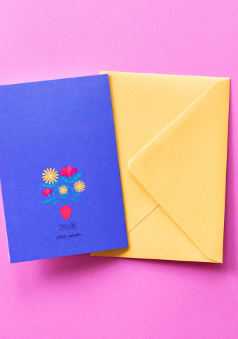 """Postal """"Parabéns!"""" rapaza flores."""