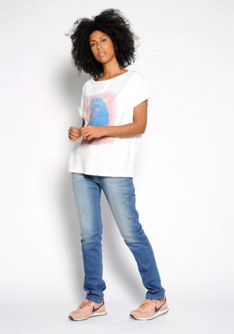 Camiseta manga curta branca estampado central