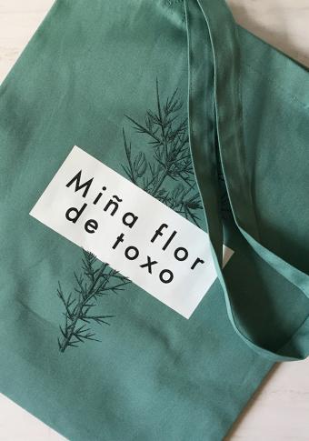 """Saca """"MIña flor de toxo"""" algodón orgánico serigrafía"""