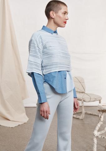 Crop top manga curta azul claro
