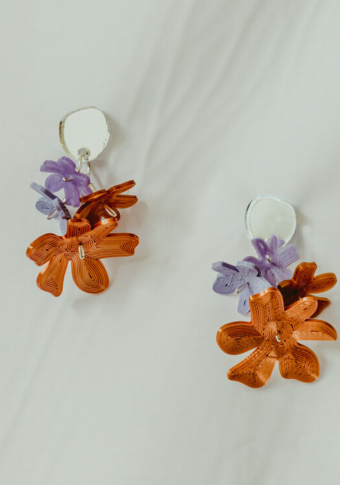 Pendentes círc metacr cobre lila 4 flores 3D