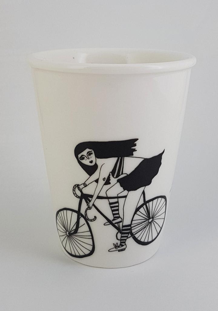 Taza cerámica rapaza bici.