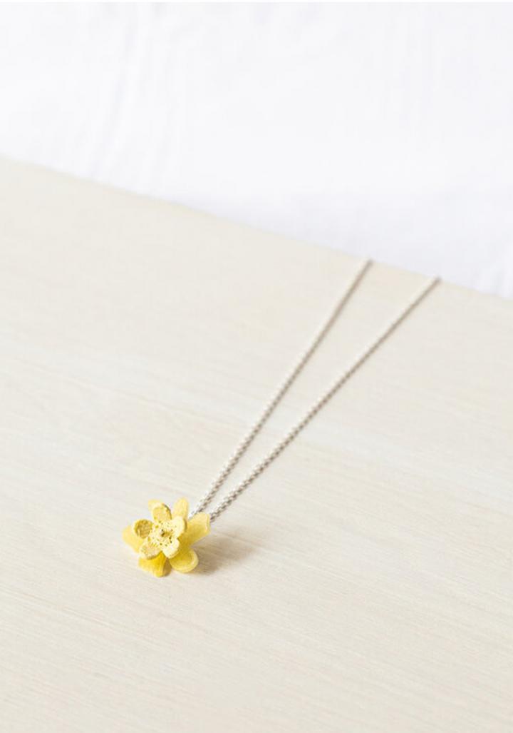 Colgante prata flor amarela