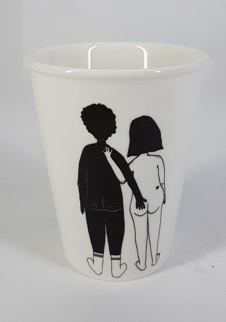 Taza cerámica ilustrada parella espida mixta