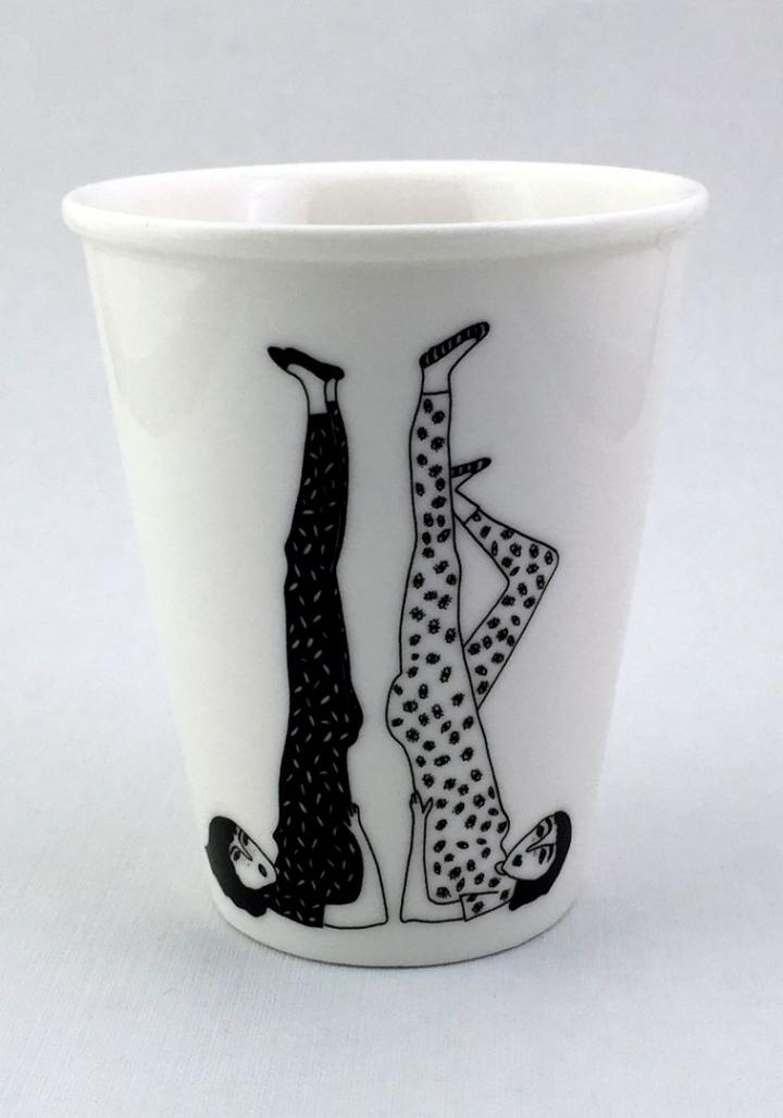 Taza cerámica dúas rapazas ioga