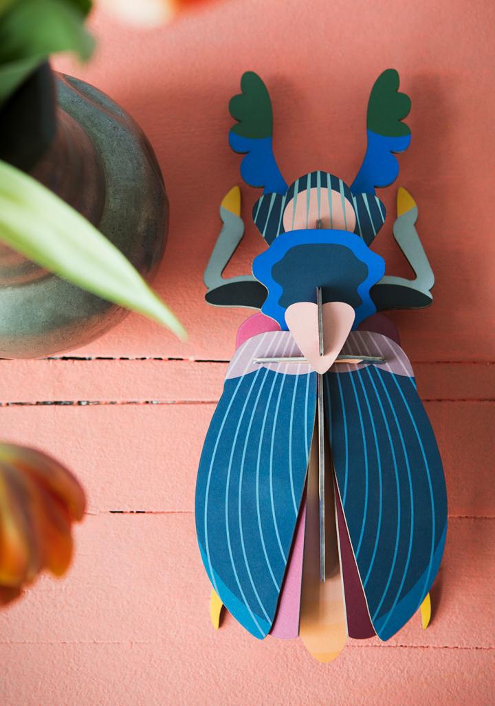 Escaravello xaponés cartón reciclado e  tintas vexetais.