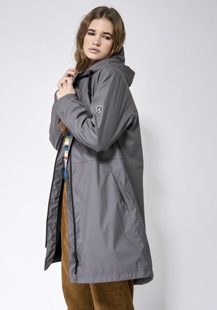 Abrigo impermeable gris forrado con carapucha
