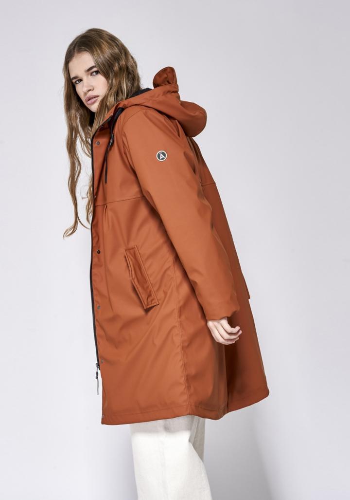 Abrigo impermeable forrado laranxa con carapucha
